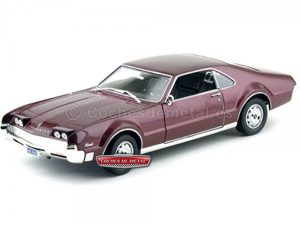 1966 Oldsmobile Toronado Burgundy 1:18 Road Signature 92718