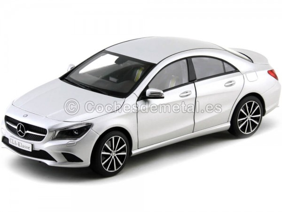 2013 Mercedes-Benz Clase CLA C117 Polar Silver 1:18 Dealer Edition B66960130 Cochesdemetal.es