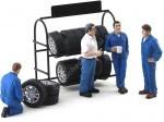 Set 4 Mecanicos con Estanteria de Ruedas American Diorama 77518