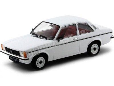 1977 Opel Kadett C2 Dos Puertas Blanco 1:18 Triple-9 1800120 Cochesdemetal.es