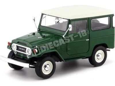 1967 Toyota Land Cruiser FJ40 Green-White 1:18 Triple-9 1800150 Cochesdemetal.es