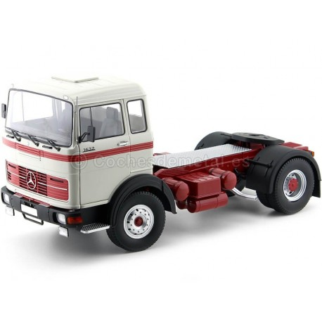 1969 Camion Mercedes LPS 1632 Dos Ejes Silver-Red 1:18 Road Kings 180023