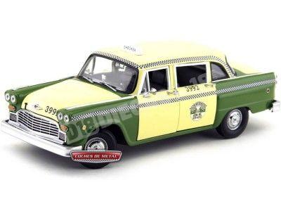 1981 Checker A11 Chicago Cab Taxi Green-Yellow 1:18 Sun Star 2502 Cochesdemetal.es